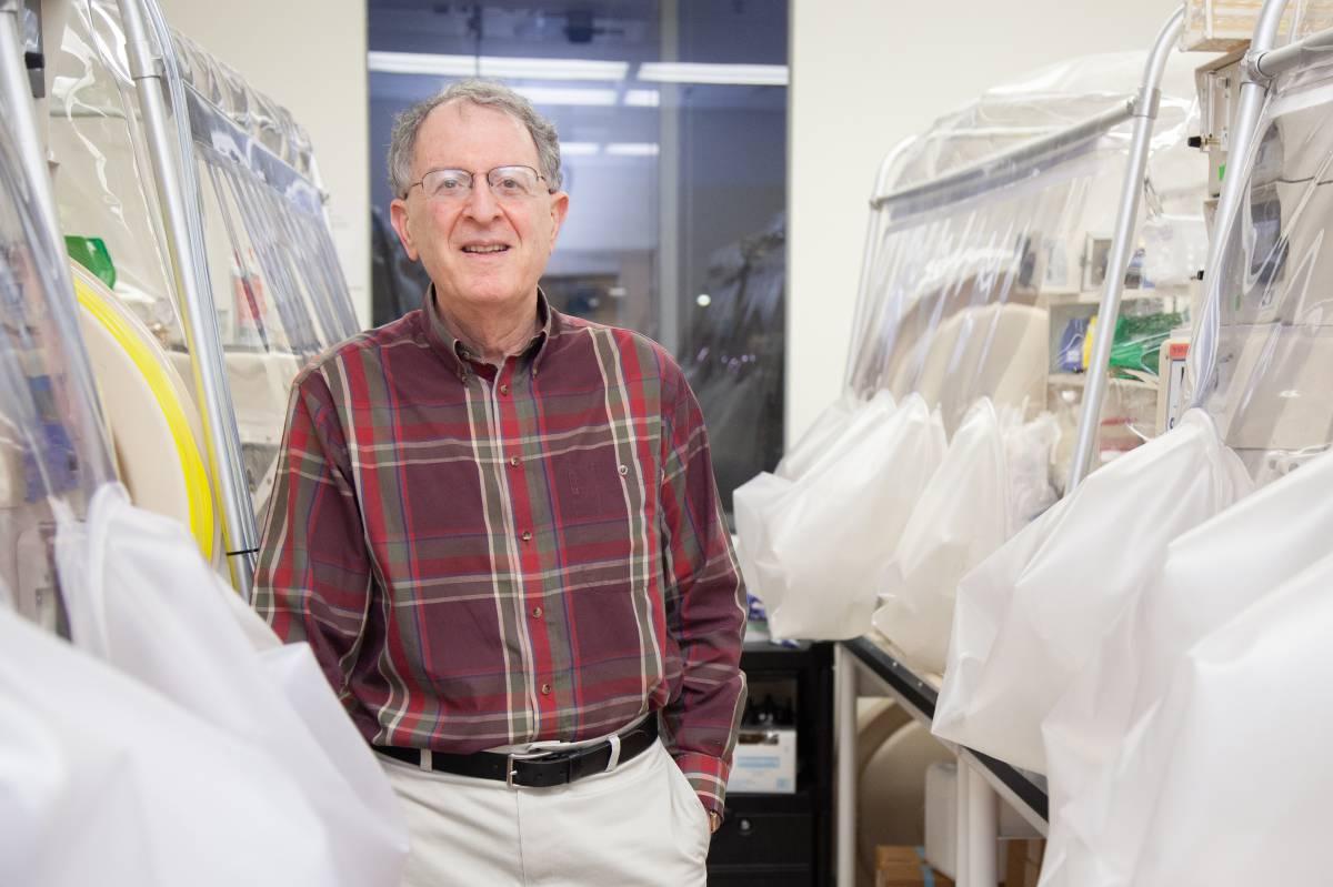 Premio para el biólogo que descubrió la simbiosis humana con las bacterias