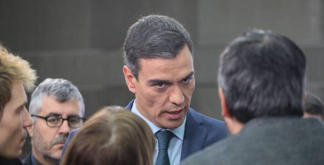 Spain's PM encourages Venezuelan opposition and calls Maduro a