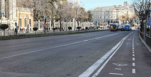 Why has traffic in Madrid improved with the taxi strike?