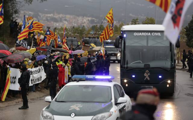 Catalan independence leaders moved to Madrid jails ahead of trial
