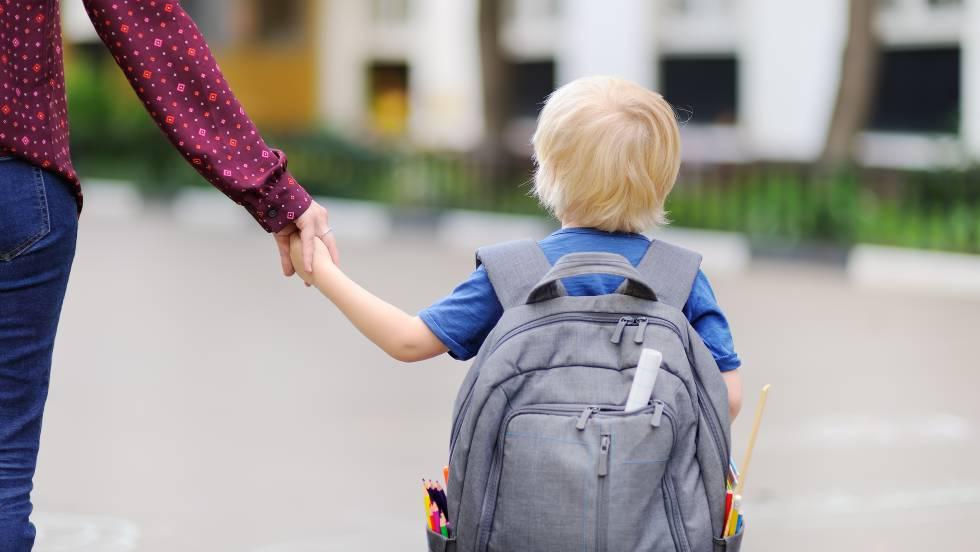 La Madre De Un Niño Con Autismo Demanda Al Colegio Por Ponerle Un Chaleco Reflectante En El Recreo Mamás Y Papás El País