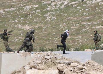 La sangrienta persecución de soldados israelies a un adolescente palestino maniatado