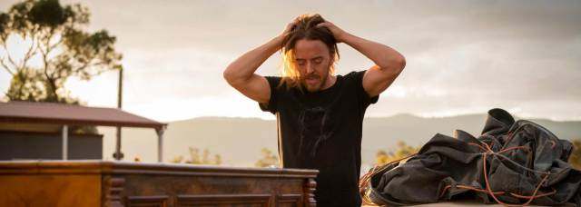 Una serie para el fin de semana: Con el piano a cuestas por el desierto de Australia