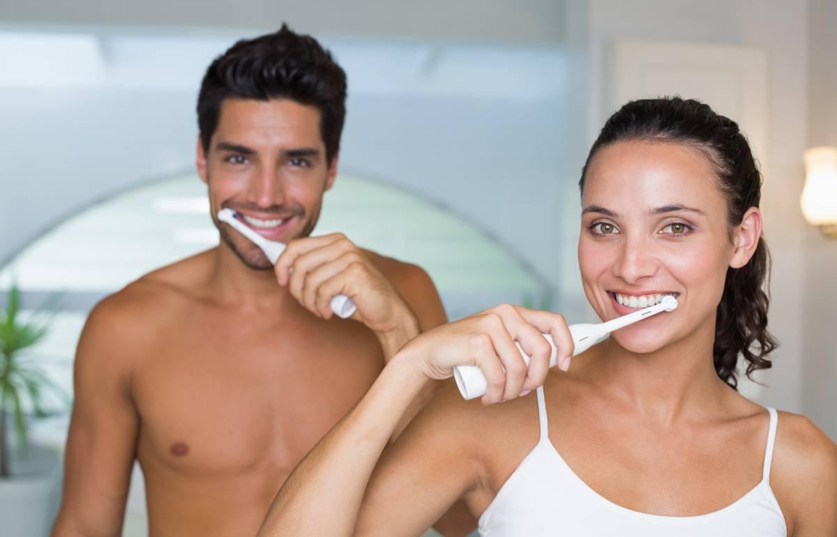 Probamos cuatro cepillos de dientes eléctricos baratos y elegimos el mejor