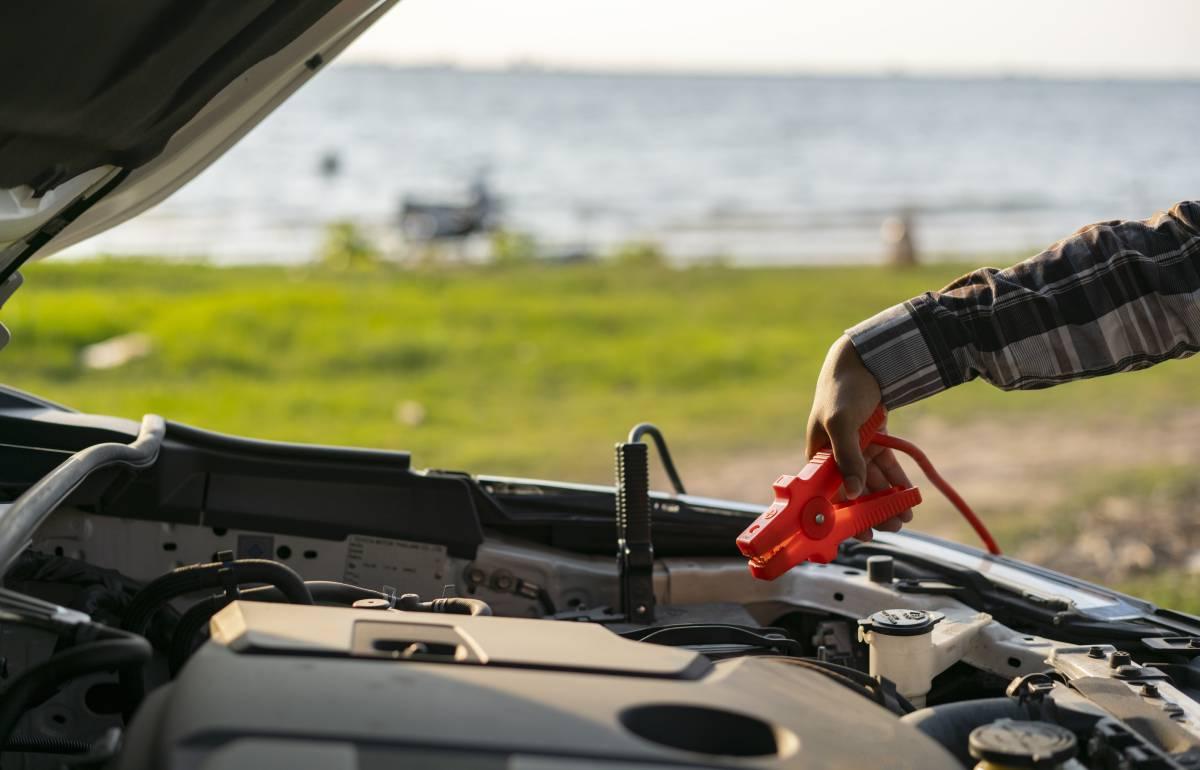 Arranca tu coche o moto por menos de 20 euros con el cargador de batería más vendido en Amazon