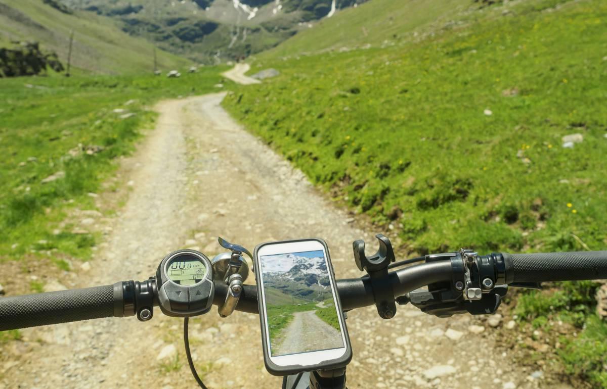 El móvil siempre a la vista con este soporte universal para la bici (y con 3.900 valoraciones en Amazon)