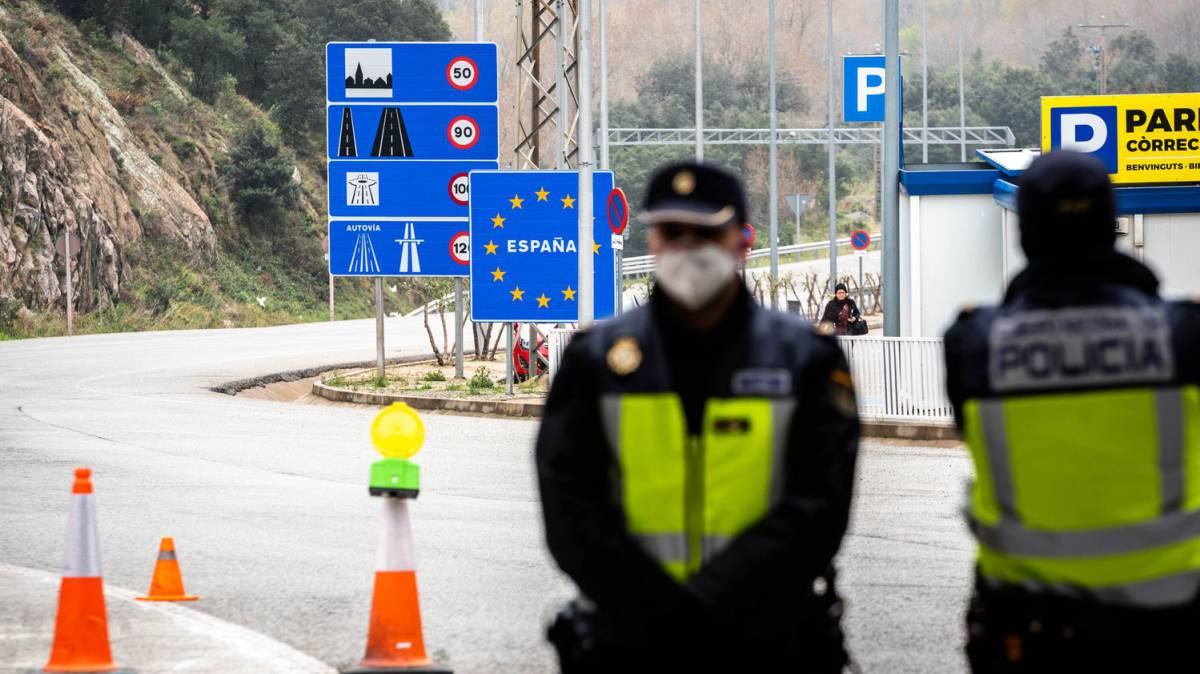 Spain to extend restrictions on international travelers until June 15