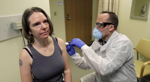 Inocular el coronavirus a personas sanas: el atajo para tener una vacuna cuanto antes