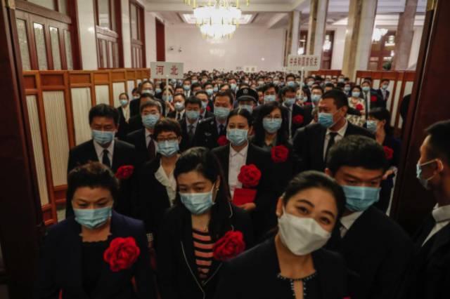 China experimenta con una vacuna en forma de espray nasal