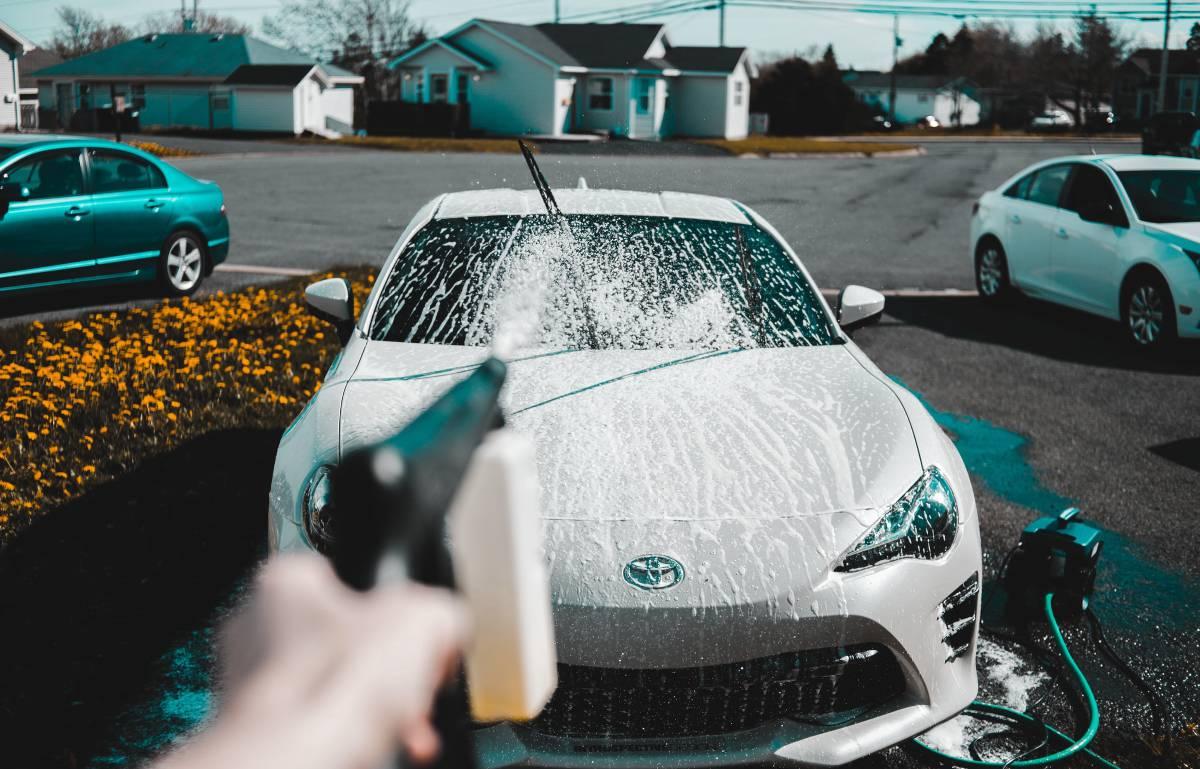Todo lo que necesitas para eliminar la suciedad del coche y dejarlo tan limpio como el primer día