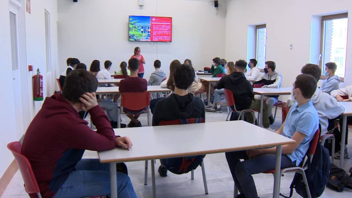 El Gobierno recomienda airear las aulas a pesar del frío o usar aparatos de ventilación contra la covid