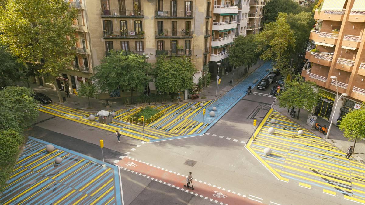 El urbanismo táctico pinta Barcelona