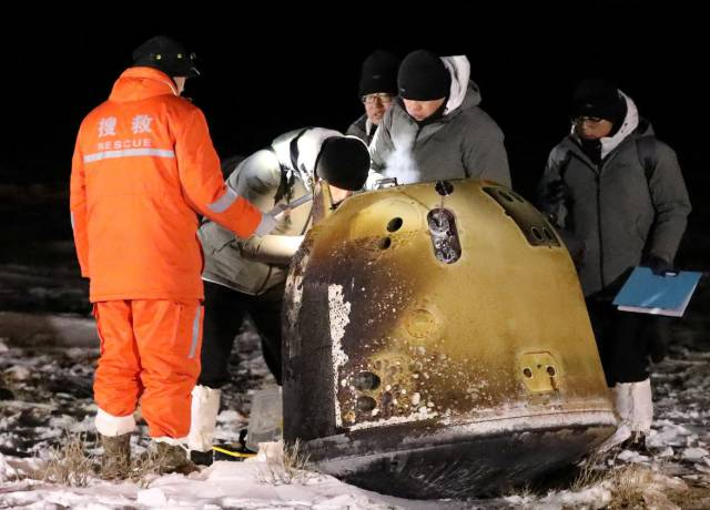 La sonda china 'Chang'e 5' trae a la Tierra las primeras rocas lunares en 44 años