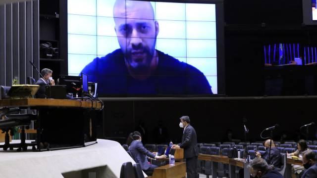 Câmara mantém prisão de deputado que ameaçou o STF e defendeu o AI-5