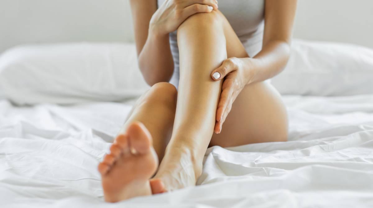 12 cremas y tratamientos para aliviar el dolor de las piernas cansadas y desinflamar varices