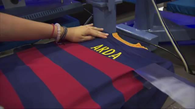 Vídeo  Así es la camiseta de Arda Turan en el Barça  d6761314d4a