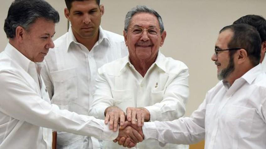 Juan Manuel Santos, Raúl Castro y Timochenku.