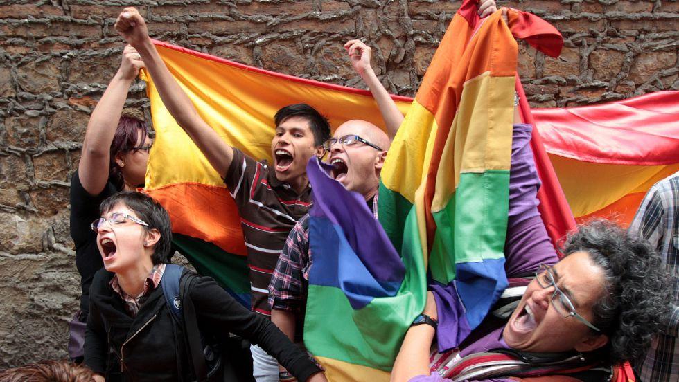 Se aprueba la adopcion homosexual en colombia