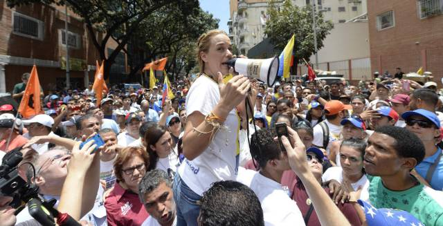 La oposición venezolana marcha contra un nuevo retraso del revocatorio