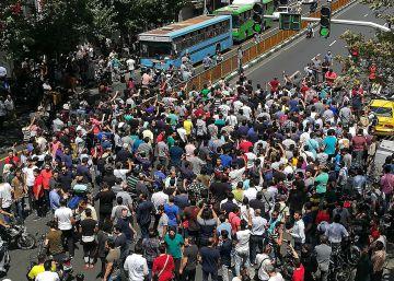 El Bazar de Teherán hace huelga en protesta por la devaluación del rial