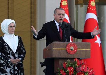 Erdogan nombra un Gobierno de continuidad y a su yerno al frente del Tesoro