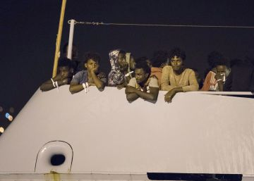 Italia advierte que no dejará atracar a barcos militares de la UE con migrantes a bordo