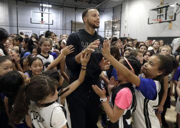 """""""A las niñas también nos gusta el baloncesto"""", el reproche que movilizó al jugador de la NBA Stephen Curry"""