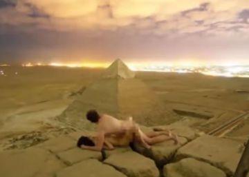 """El fotógrafo danés que ha indignado a Egipto: """"Era una pose para la foto. No practicamos sexo en la pirámide"""""""