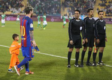 La vida de pesadilla del pequeño fan afgano de Messi