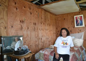 """Sin techo a más de un año del huracán María: """"A mis 72 años el tiempo apremia"""""""