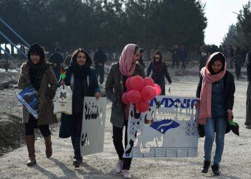 Las mujeres de Afganistán temen pagar el precio de un acuerdo entre EEUU y los talibanes