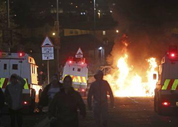 """La policía investiga como """"incidente terrorista"""" la muerte de una periodista en unos disturbios en Irlanda del Norte"""