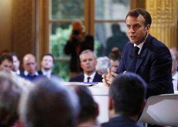 Macron baja impuestos y mejora pensiones ante la crisis de los 'chalecos amarillos'