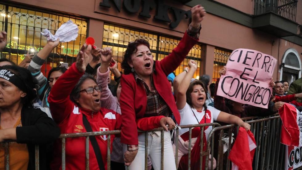Resultado de imagen para protestas en peru cierre del congreso