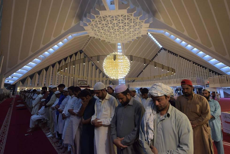 Resultado de imagen de Judíos y musulmanes llevaran vestidos especiales para poder distinguirlos de los cristianos.