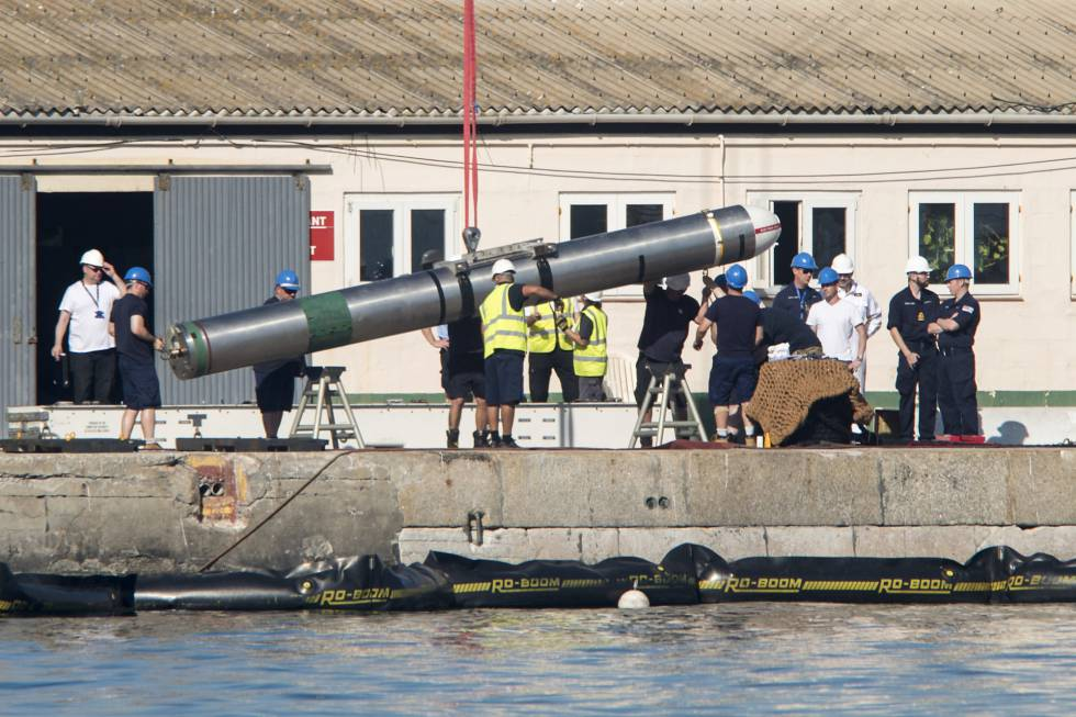 Nuclear accident: British Navy unloading weapons from
