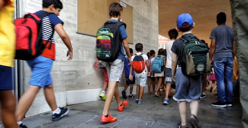 Resultado de imagen para niños entrando a la escuela