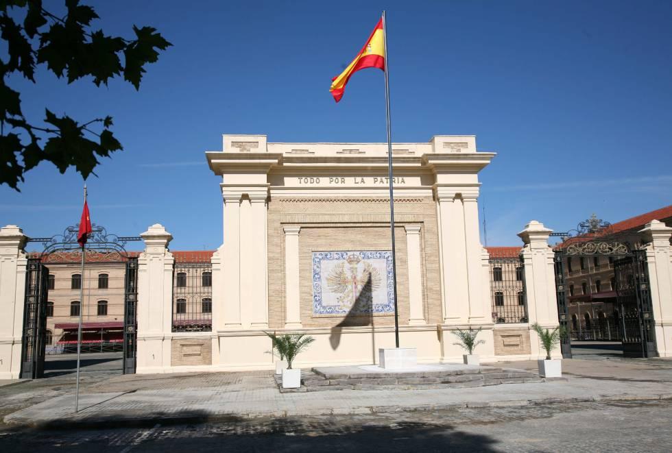 Calvario De Novatadas En La Academia Militar De Zaragoza España
