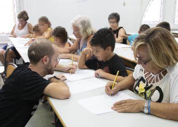 Abuelos que pintan tebeos con sus nietos para alejarlos del teléfono y de la 'tablet'