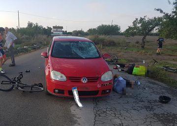 Un hombre atropella a 8 ciclistas en Lorca y deja dos heridos graves