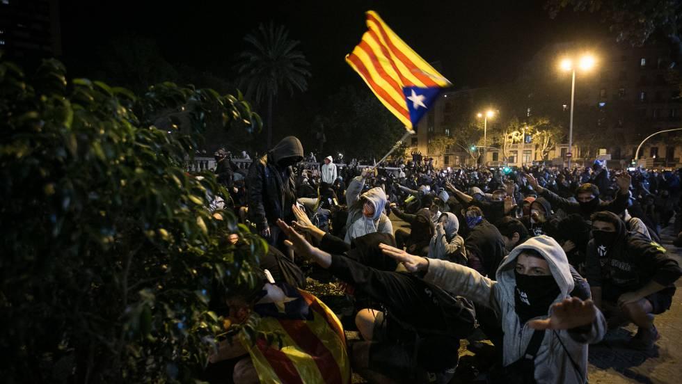 Disturbios en Barcelona: Un 'pelotón' de estudiantes para 500 ...