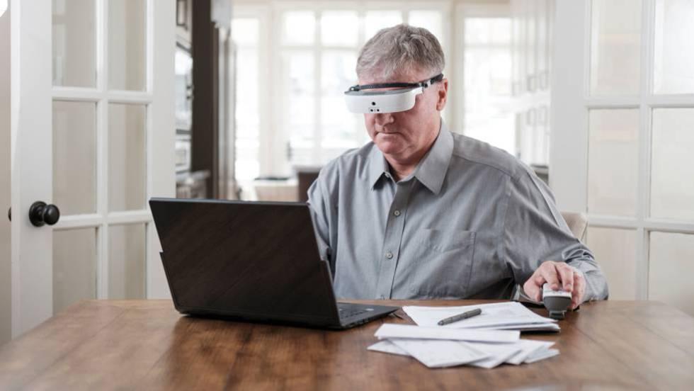 60bb7aaef3 Las gafas que pueden ayudar a ver a personas con visión muy baja |  Tecnología | EL PAÍS